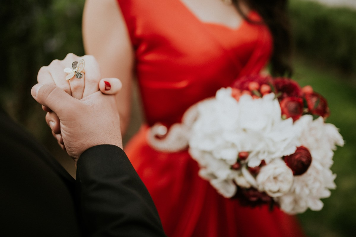 Cerimonia o matrimonio a maggio: come vestirsi
