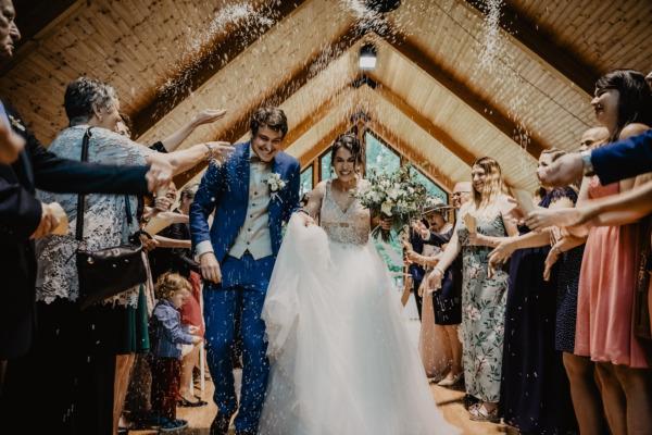Come devono vestirsi i testimoni di nozze?