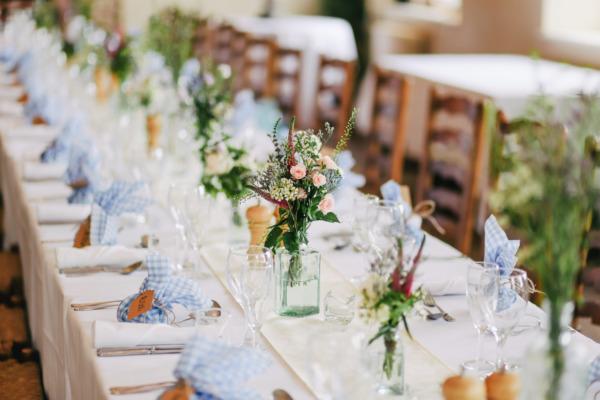 Come organizzare un matrimonio country chic