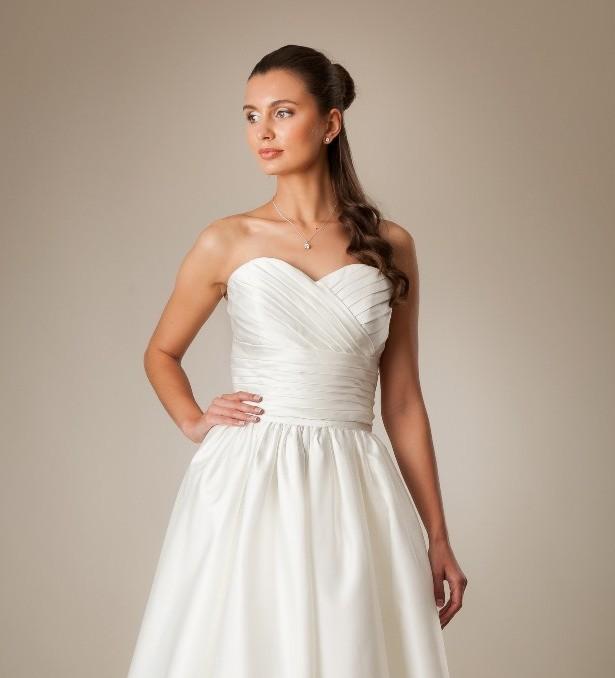 7 motivi per scegliere un abito da sposa corto