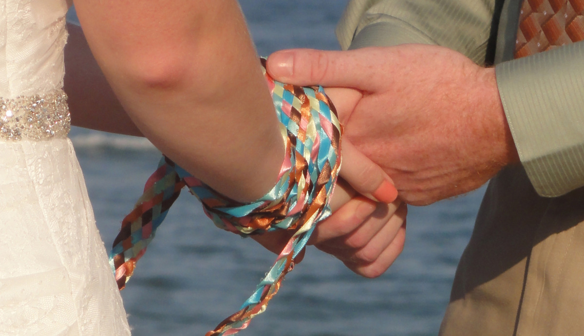 Handfasting: come si fa il rituale delle mani legate