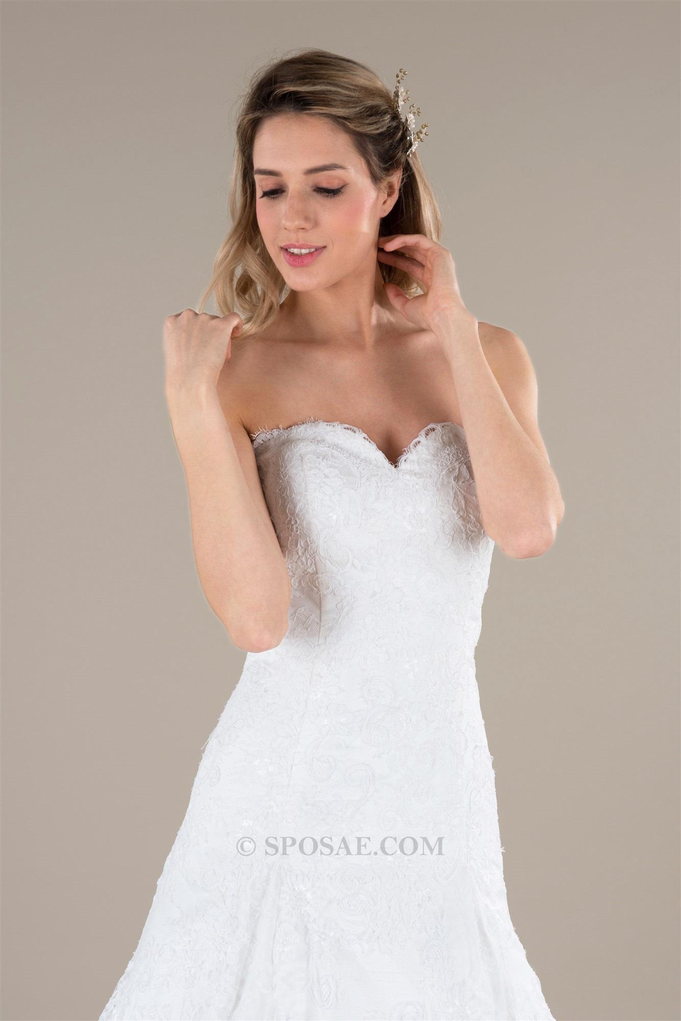 L abito da sposa perfetto deve saper valorizzare al meglio la fisicità di  chi lo indossa. Ad ogni stagione Sposae vi propone nuovi modelli 8e4cc8299a7