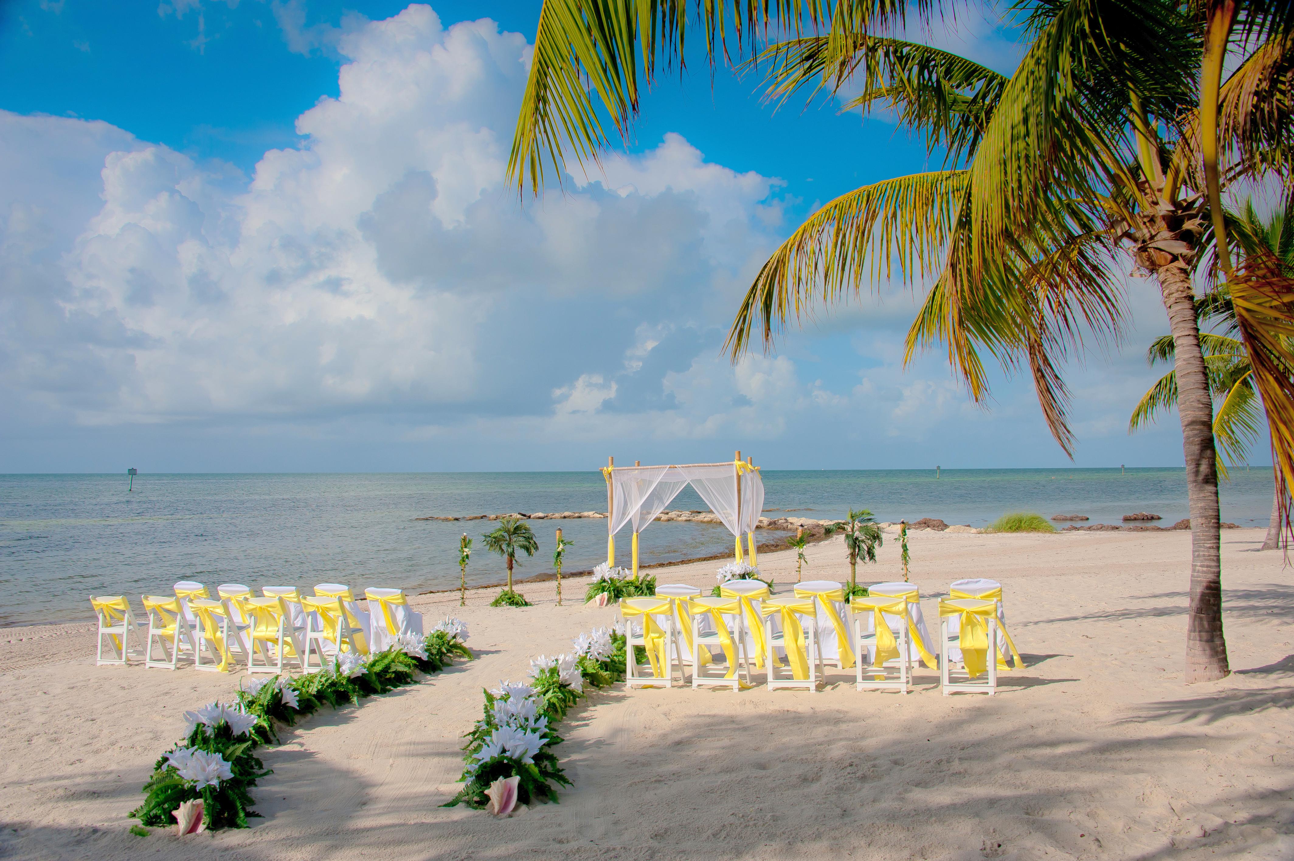 Matrimonio Sulla Spiaggia In Italia : Matrimonio in spiaggia come organizzarlo consigli