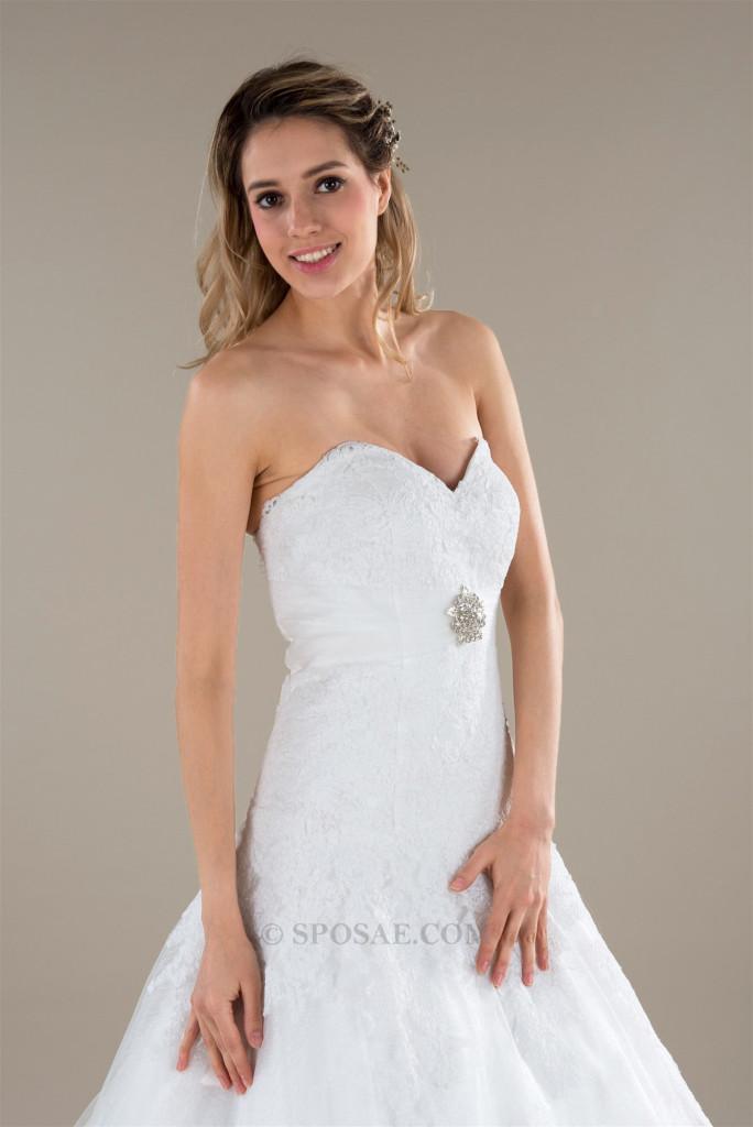 indossare l'abito da sposa