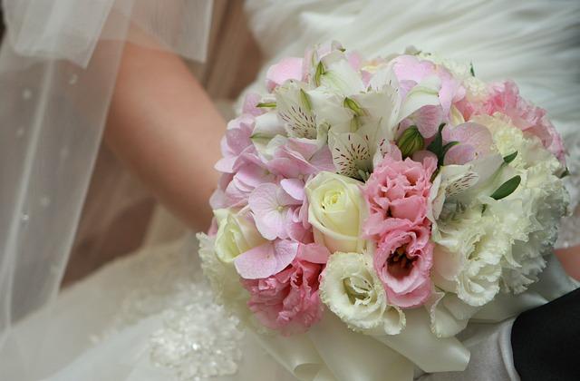 Bouquet Sposa Segno Zodiacale.Abito Sposa Sceglierlo In Base Al Segno Zodiacale Blog Consigli