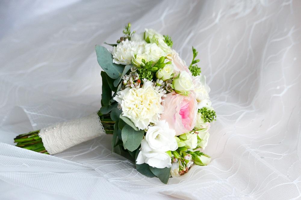 Bouquet Sposa Giugno.Come Abbinare Il Bouquet All Abito Da Sposa Blog Consigli